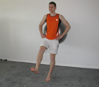 squat at the wall with exercise ball onelegged form